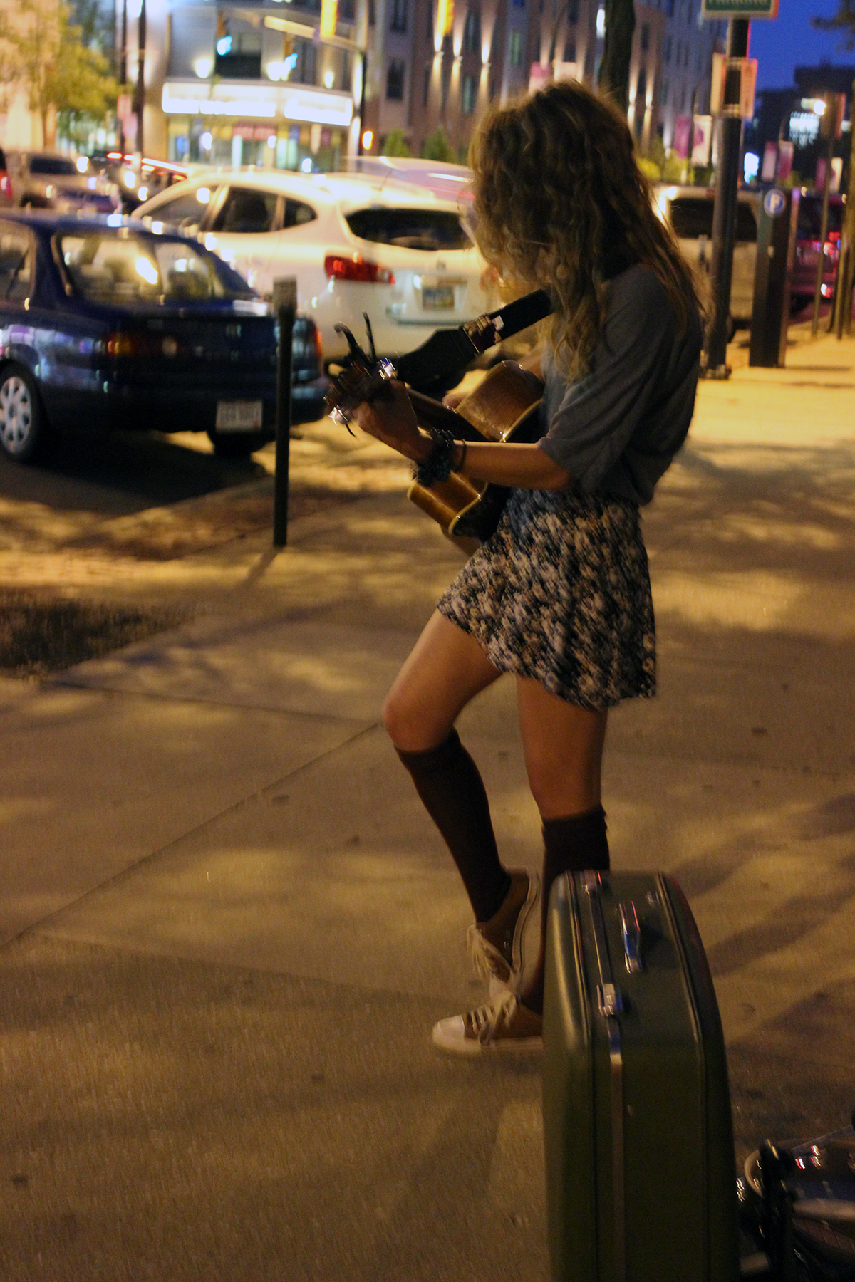Alisha Konya performs for passersby outside of a recent Akron Music Scene event at Tear-Ez Lounge. (Photo: Vanessa Michelle)